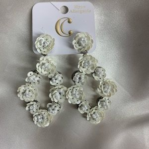 NEW‼️Charming Charlie white rose earrings